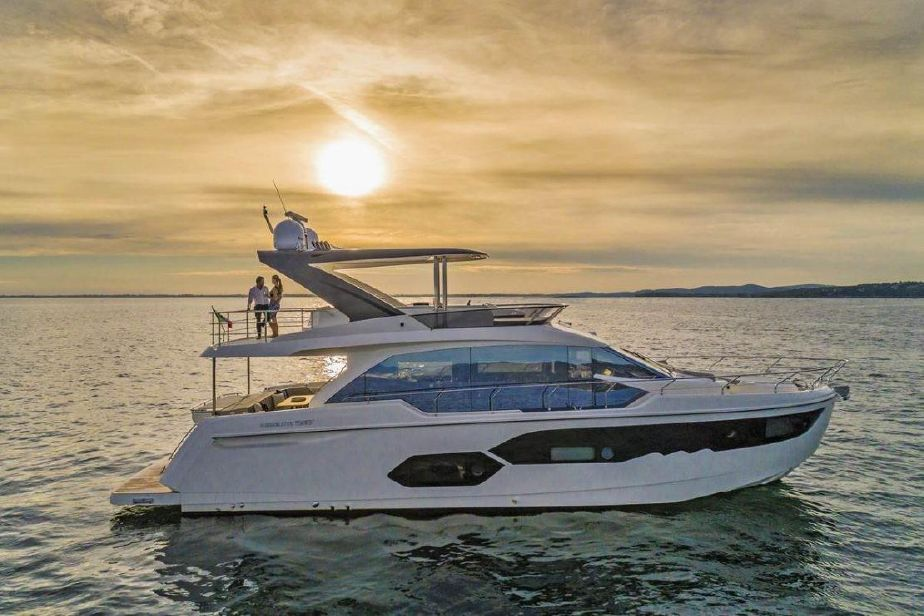 Red Line Yachtcharter Mallorca. Mororyacht Absolute 58 Fly (2019)